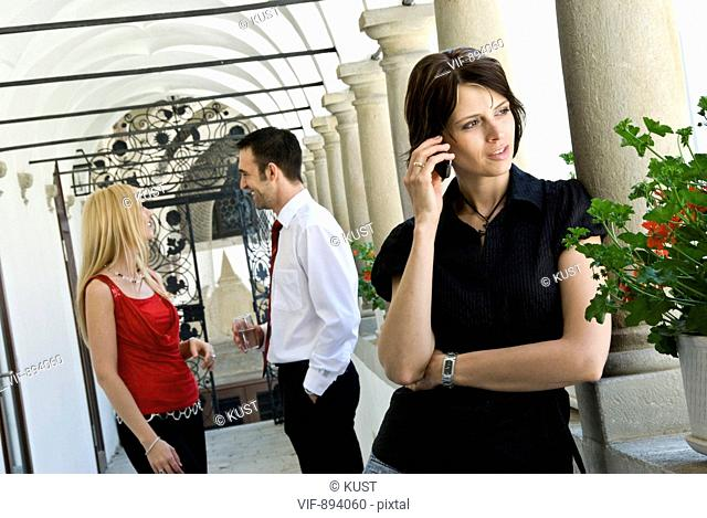 junge Frau beim Telefonieren - Austria, 07/07/2008