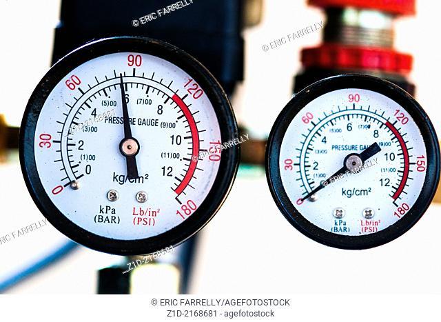 pressure gauges monitoring pipelines