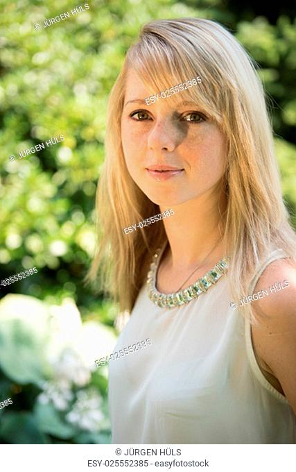 portrait attractive young woman in the garden