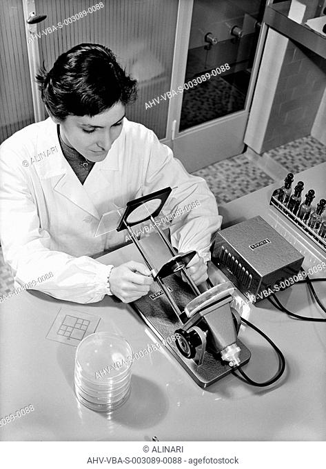 ALFA Biochemistry: researcher in the analytical laboratory, shot 1960-1965 by Villani, Studio