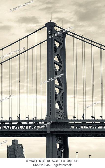 USA, Pennsylvania, Philadelphia, Benjamin Franklin Bridge on the Delaware River, dawn