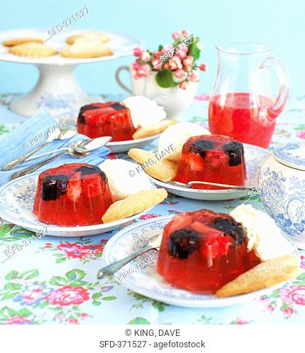 Berries in jelly