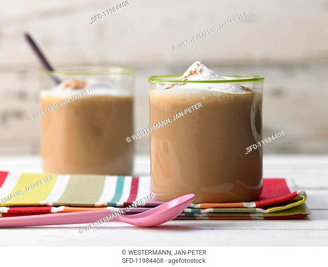 A children's drink with vanilla, dates and walnuts