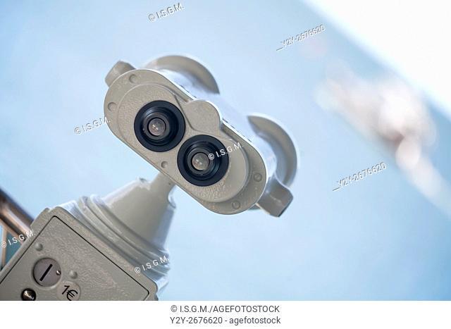 Binoculars coin