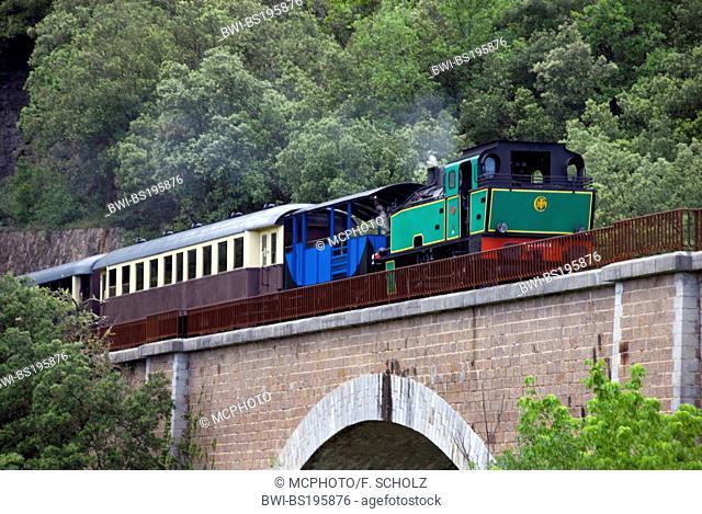 steam engine, Train a vapeur des Cevennes, on a railway bridge, France, CÚvennes, Languedoc-Roussillon, St-Jean-du-Gard