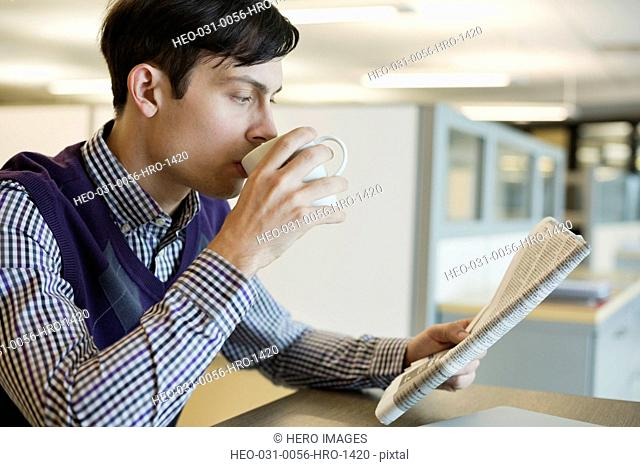 Businessman using laptop in coffee shop