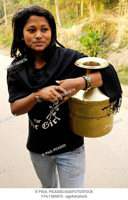 beautiful nepalis girl collecting water , the nepalis , life in kathmandu , kathmandu street life , nepal