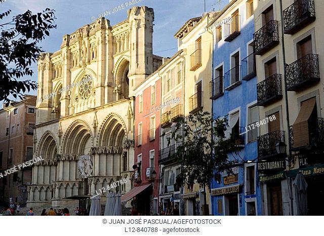 Plaza Mayor y fachada de la Catedral Cuenca, Castilla la Mancha, Spain