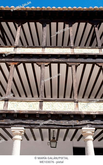 Detail of the balconies and arcade, Plaza Mayor. Tembleque, Toledo province, Castilla La Mancha, Spain