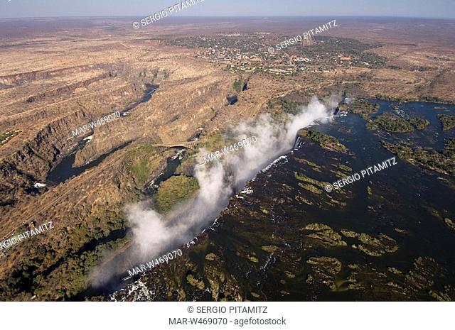 cascate vittoria, victoria falls, fiume zambesi, zambia, confine con lo zimbabwe