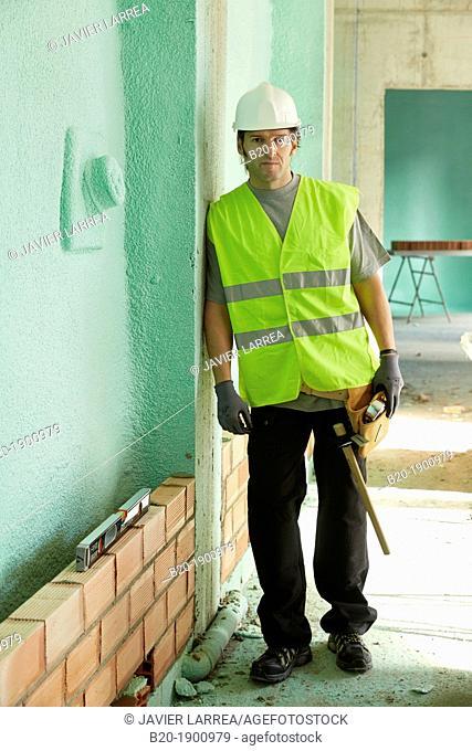Bricklayer, Mason with personal protective equipment, PPE, Apartment Building under construction, Donostia, San Sebastian, Gipuzkoa, Basque Country, Spain