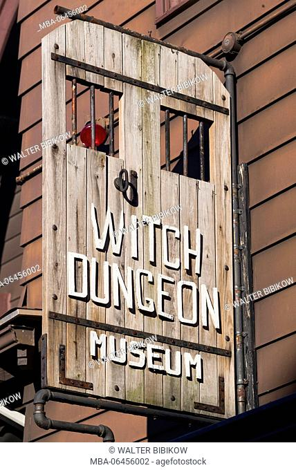 USA, Massachusetts, Salem, Salem Witch Dungeon Museum, sign, at the site of the former 17th century Salem Jail