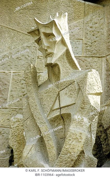 Christ with crown of thorns, modern stone sculpture of the frontage of the Passion, Cathedral La Sagrada Familia, Barcelona, Catalonia, Spain, Europe