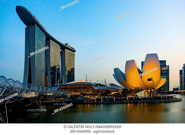 Marina Bay Sands hotel and ArtScience Museum at dusk, Marina Bay, Downtown Core, Singapore