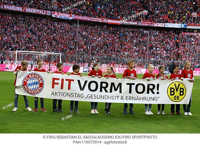 firo: 06.04.2019 Football, Football: 1. Bundesliga, Season 2018/2019 FCB FC Bayern Munich Munich - BVB Borussia Dortmund 5: 0 Action Fit for goal, children