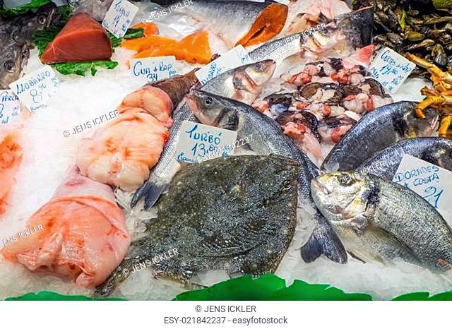 Frischer Fisch zum Verkauf auf dem Markt