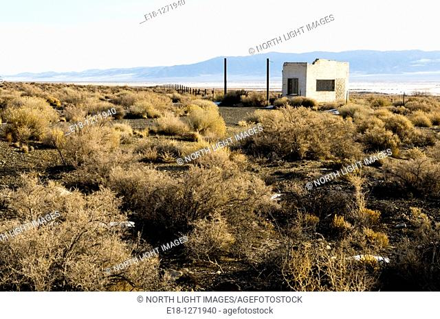 USA, Nevada, Millet  Abandonded gas station north of the town of Carvers  Big Smoky Valley  Toquima Mountain Range