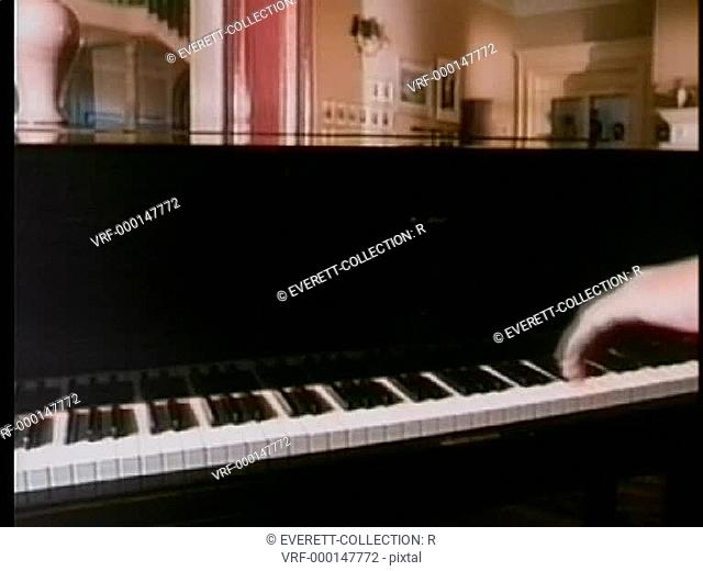 Piano lid shutting by itself