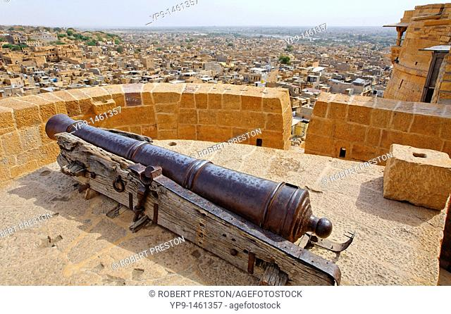 India - Rajasthan - Jaisalmer - cannon at the walled fortifications of Jaisalmer Fort