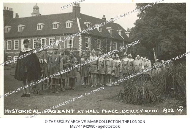 Dartford Division of Kent Historical Pageant held at Hall Place in July 1932. Crowd of actors dressed in medieval costume in the gardens of Hall Place