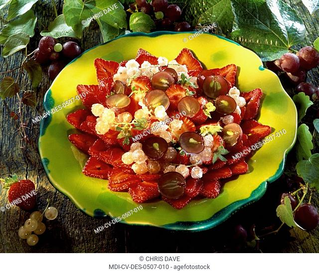 Fruit salad - Grapes, strawberries and white currants