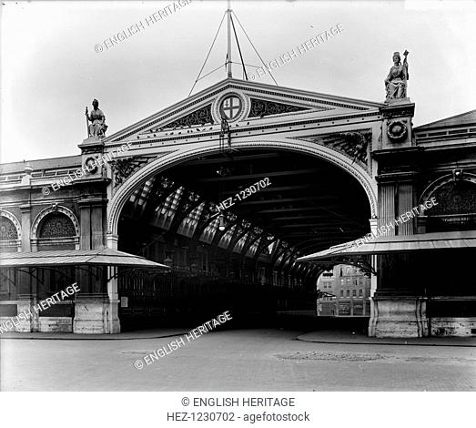 The grand entrance archway to Sir Horace Jones's new Smithfield Market, 1868. The market was then expanded in 1875 and 1899