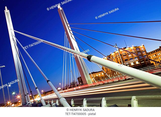 USA, Wisconsin, Milwaukee, suspension bridge at night