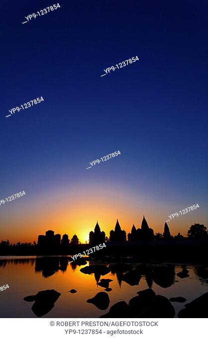India - Madhya Pradesh - Orchha - Chhatris acriss the Betwa River at sunset