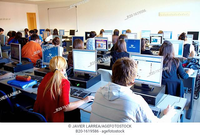Students in computer lab, School of Business Studies EUEE, Gipuzkoa Campus, UPV, EHU, Basque Country University, Donostia, San Sebastian, Gipuzkoa, Spain