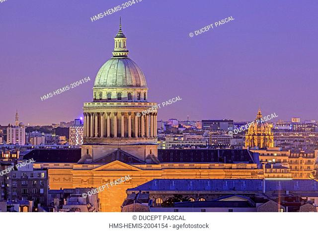 France, Paris, area listed as World Heritage y UNESCO, the Pantheon in the latin quarter with the dome of the Val de Grace church illuminated
