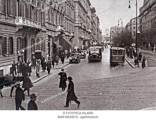 ROMA Veduta di Via XX Settembre, scena di strada con pedoni e automobili. Fotografia, 1933 circa, Copyright © Fototeca Gilardi