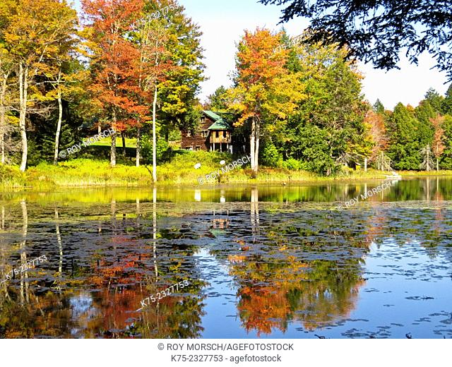 Country house on lake in autumn. Pocono Región, Pennsylvania, USA
