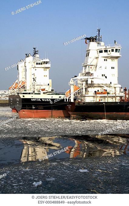 Ship waiting of cargo, Hamburg, Germany