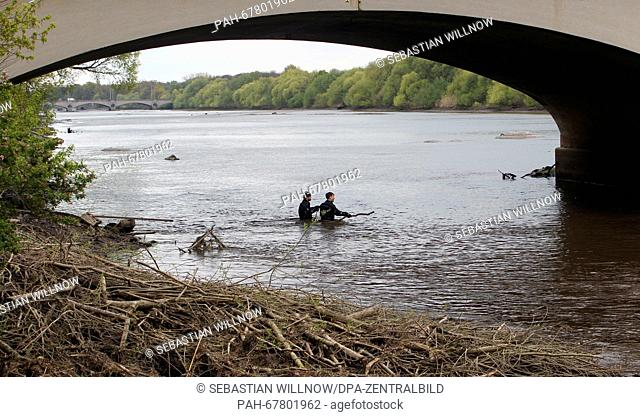 Police divers sweep the area beneath a bridge for traces at the Elster river basin inLeipzig, Germany, 27 April 2016. After parts of a female body were found...