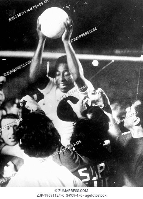 Nov. 24, 1969 - Rio de Janeiro, Brazil - Brazilian football player PELE is carried shoulder high by his teammates after scoring his 10