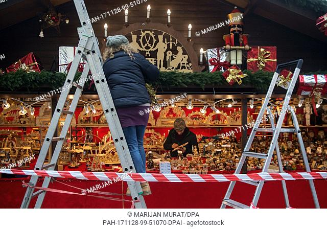 Christmas market workers decorating their stalls during mounting of the Christmas Market in Stuttgart, Germany, 28 November 2017
