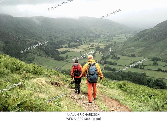 England, Langdale Valley, Gimmer Crag, climbers, couple