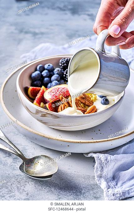 Breakfast Bowl with Yesoghurt, fresh fruits and pecans