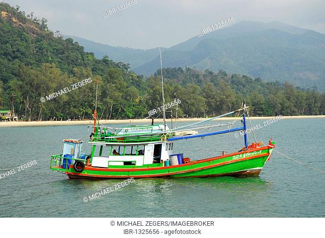 Fishing boat at the Chai Chet pier, Klong Phrao Beach, Koh Chang Island, National Park Mu Ko Chang, Trat, Gulf of Thailand, Thailand, Asia
