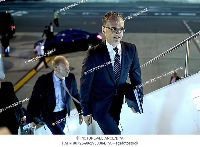 25 July 2018, Tokyo, Japan: Heiko Maas (SPD), Foreign Minister, boarding a government plane. The Minister is on a two-day visit to Japan and South Korea