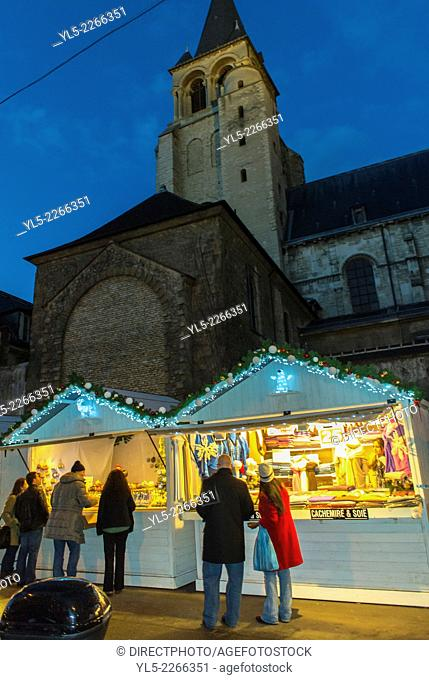 Paris, France, Street Scenes, People Shopping at Christmas Market in Latin Quarter, Saint Germain-des-Prés, at Night