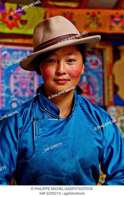 Mongolia, Bayankhongor province, nomad camp, Uyanga Batbaatar, 22 years old