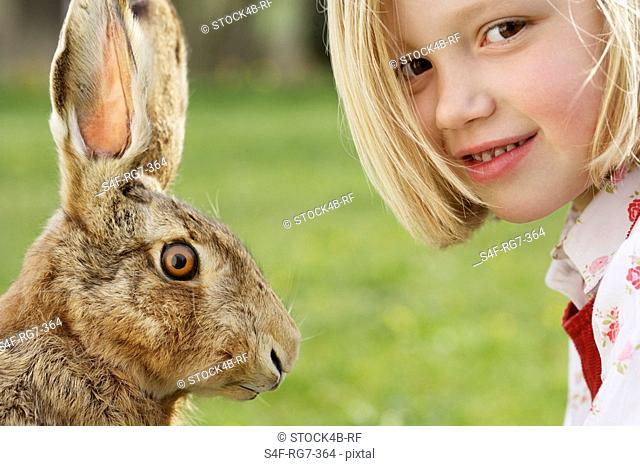 Girl 4-5 years and hare