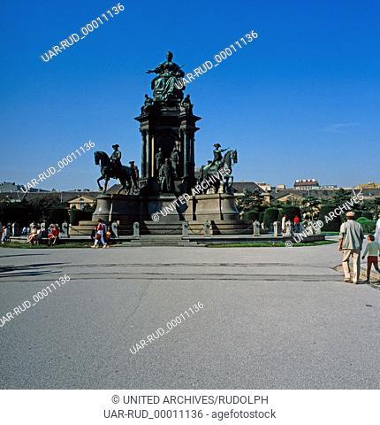 Aussicht auf das Maria-Theresia-Denkmal in Wien, Österreich 1980er Jahre. View on the monument to Maria Theresa in Vienna, Austria 1980s
