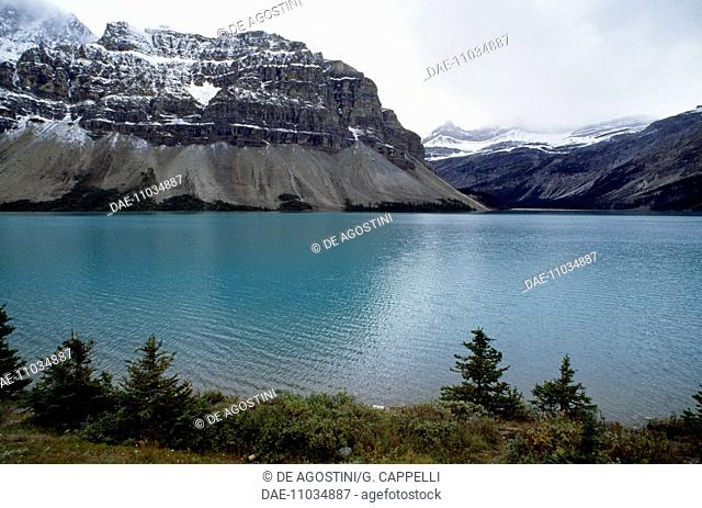 View of Bow Lake to the north of Banff, Banff National Park (UNESCO World Heritage List, 1990), Rocky Mountains, Alberta, Canada