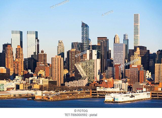 USA, New York State, New York City, City panorama seen across Hudson River