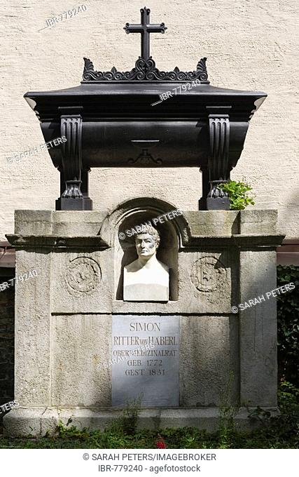 Grave of Dr. med. Simon Ritter von Haeberl, 1772-1831, senior medical councillor, first director of the hospital links der Isar, Alter Suedfriedhof