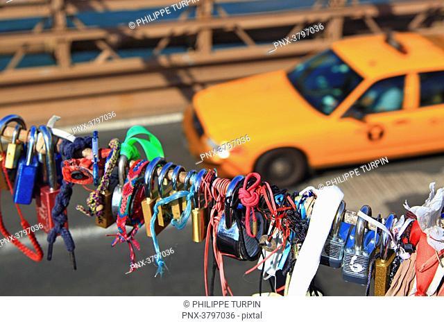 Usa, New-York City. Taxi. Brooklyn Bridge