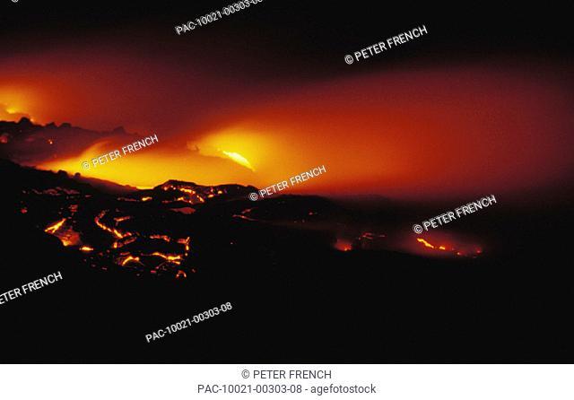 Hawaii, Big Island, Hawaii Volcanoes National Park, Lava action Kupapau Point