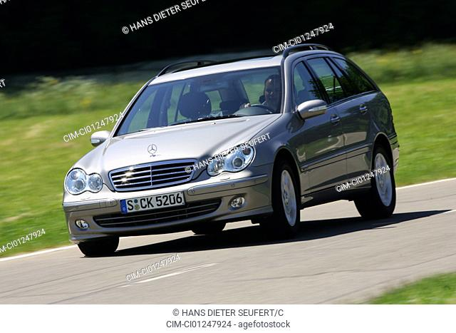 Mercedes C 280 T, model year 2005-, silver, driving, diagonal from the front, frontal view, country road